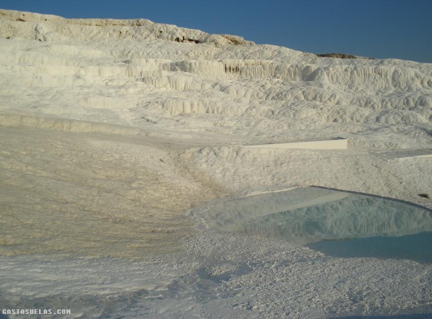 Pamukkale turqu a y el castillo de algod n gastasuelas com for Travertino al agua