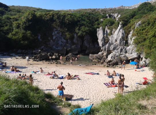 Playa de Gulpiyuri (Asturias)