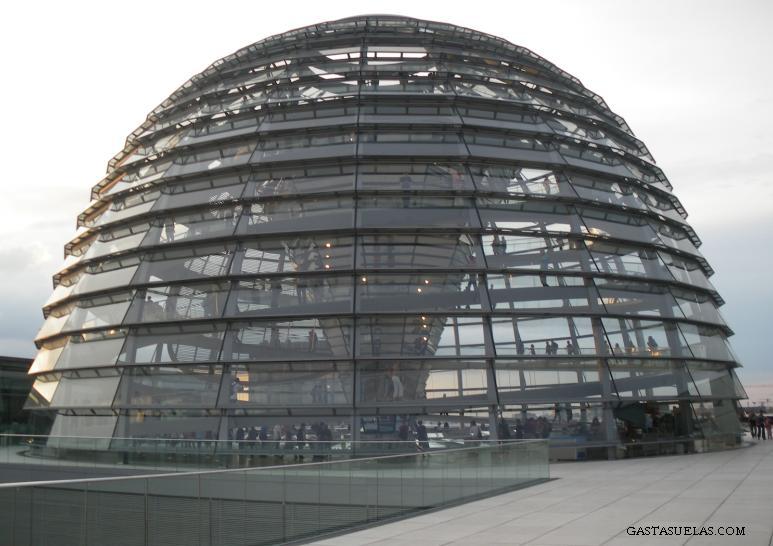 Cúpula del Reichstag (el Parlamento Alemán) en Berlín