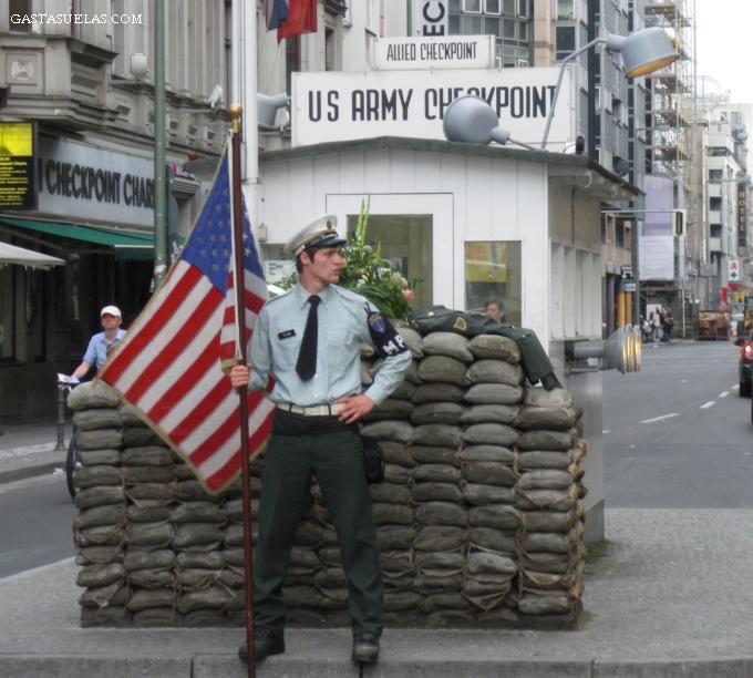 Checkpoint Charlie en Berlín (Alemania)