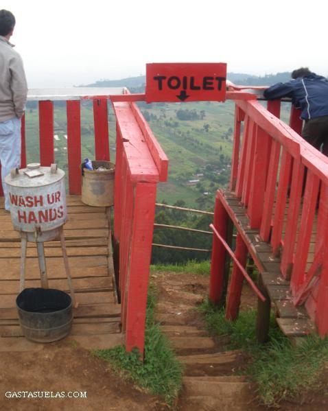 2-Kenia-Rift-Toilet