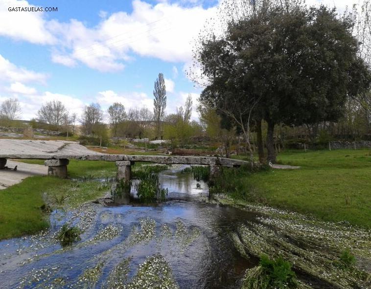 Puente de piedra sobre el río Alagón en Los Santos (Salamanca)