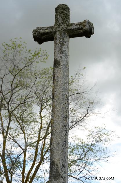 Cruz de granito a la entrada de Los Santos (Salamanca)
