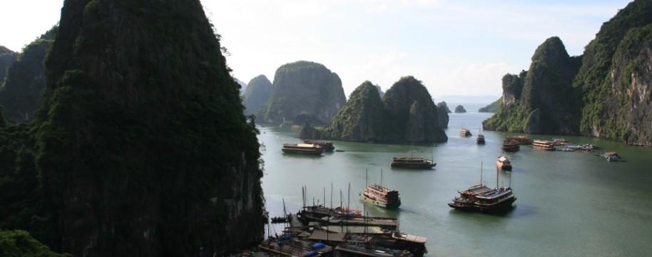 1- Ha long Bay - Vietnam