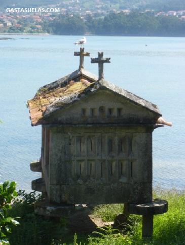 Combarro (Galicia): Pueblo con Encanto Marinero