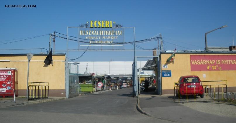 Entrada del Mercado al Aire Libre de Ecseri (Budapest)