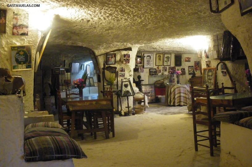 Interior de las Cuevas del Diablo (Alcalá del Júcar)