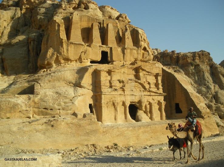 Tumba del Obelisco y Triclinium de Bab as-Sig en Petra