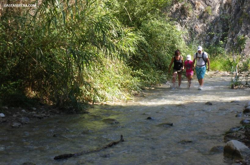 Senderismo acuático en el río Chillar (Nerja)