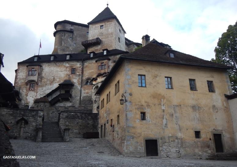 castillo-orava-patio