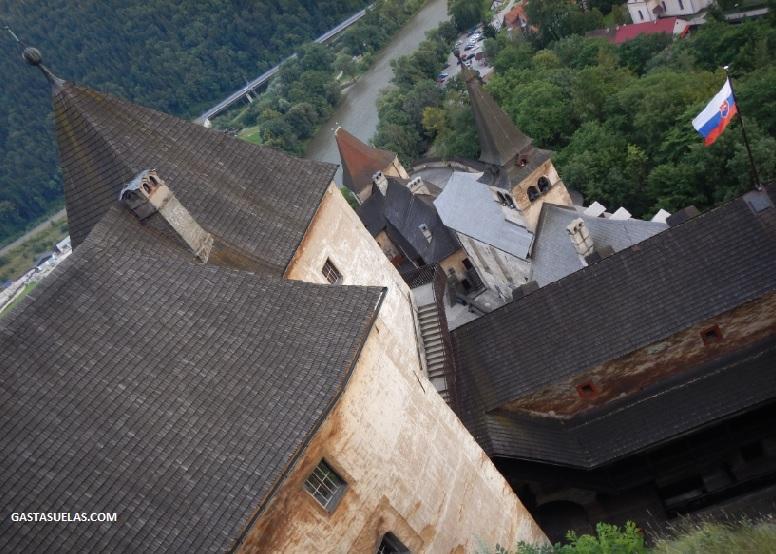 castillo-orava-tejados