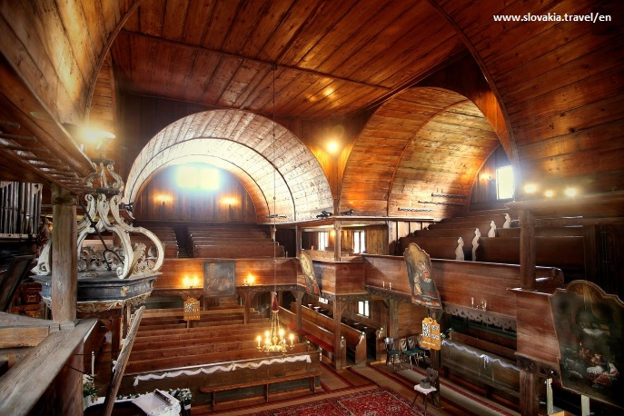 interior-iglesia-hronsek
