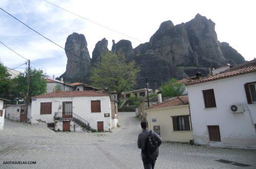 Comienzo de la ruta por Meteora desde Kalambaka (Grecia)