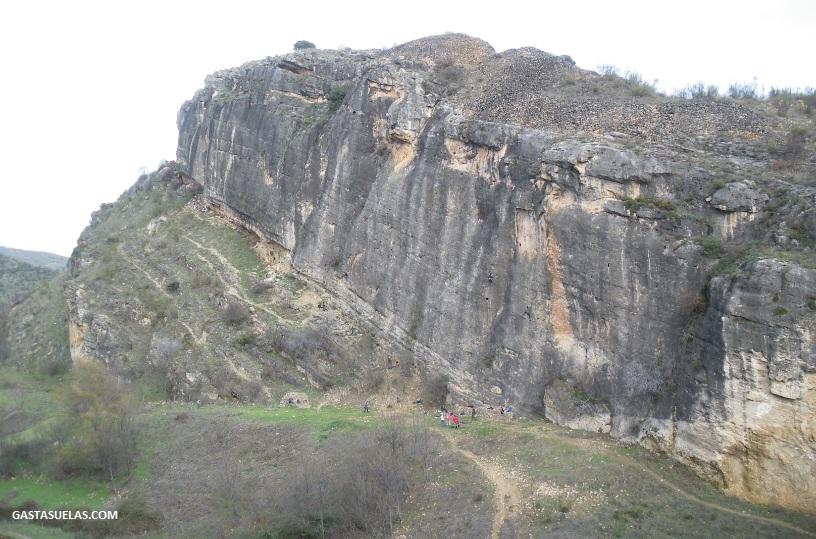 Pared de Caliza en el cañón del río Lozoya