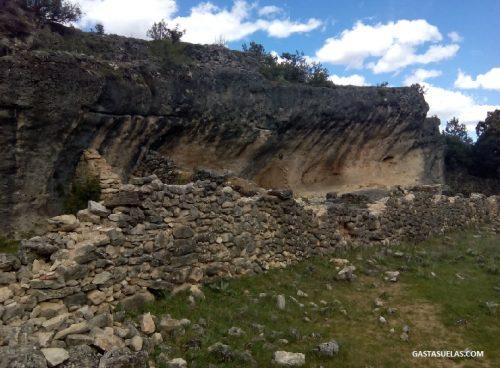 Construcción de piedra en la Ciudad Encantada de Tamajón (Guadalajara)