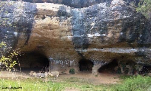 Cuevas en la Ciudad Encantada de Tamajón (Guadalajara)