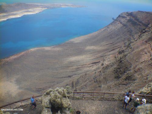 Mirador del Río en Lanzarote y La Graciosa al fondo