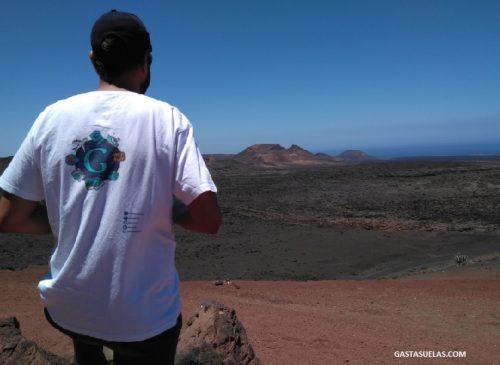 Disfrutando de las vistas en Timanfaya (Lanzarote)