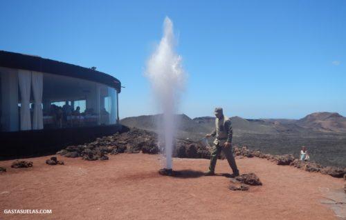 Chorro de vapor en Montañas de Fuego (Lanzarote)