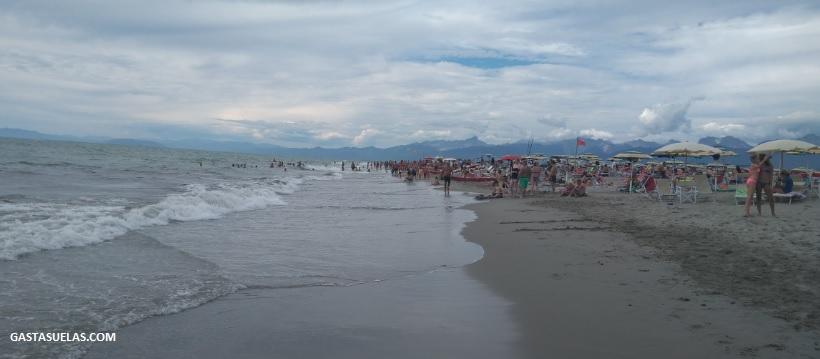 Playa en Marina di Torre del Lago Puccini (Italia)