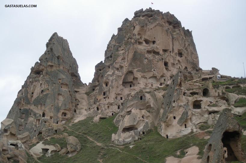 Fortaleza Trogrodita de Uçhisar en Capadocia (Turquía)