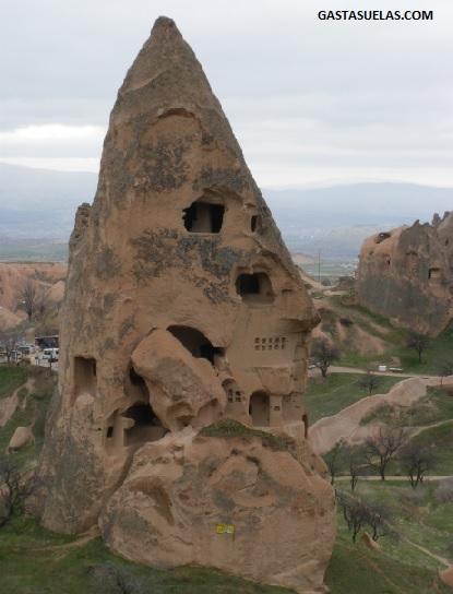 Antigua vivienda y palomar abandonados en Uçhisar (Capadocia)