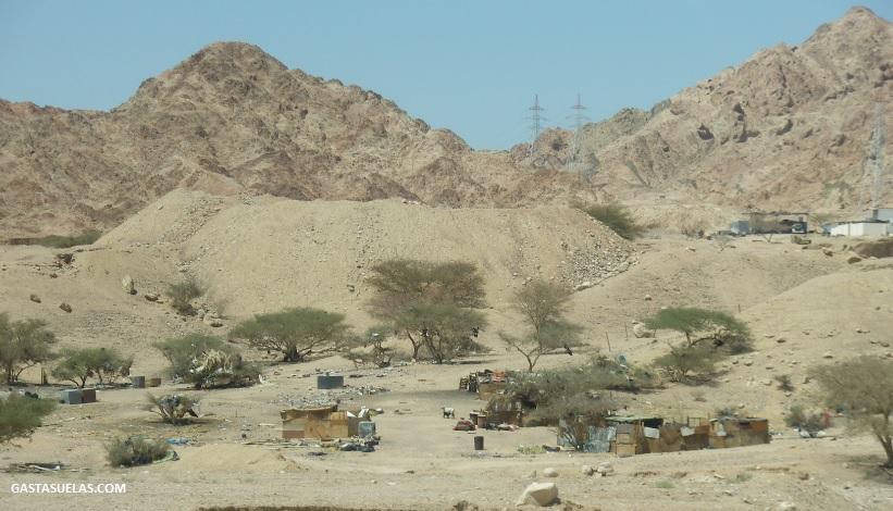 Asentamiento en la carretera a Wadi Rum (Jordania)
