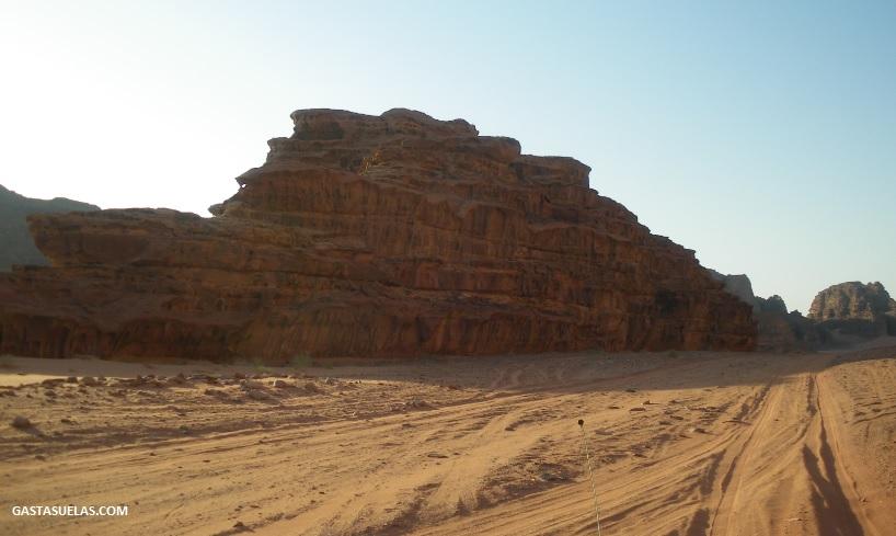 Formación rocosa singular en Wadi Rum (Jordania)