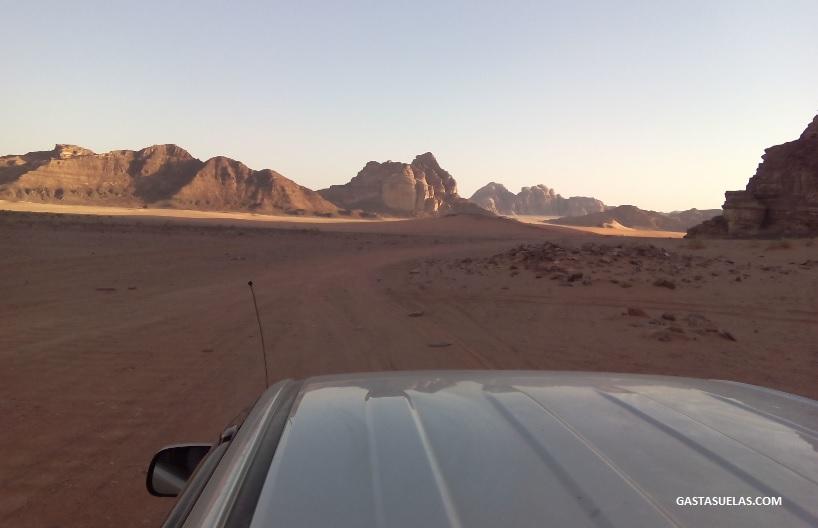 Excursión en todo-terreno por Wadi Rum (Jordania)