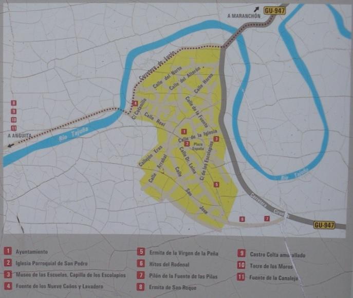 Mapa turístico de Luzón (Guadalajara) situado a la entrada del pueblo