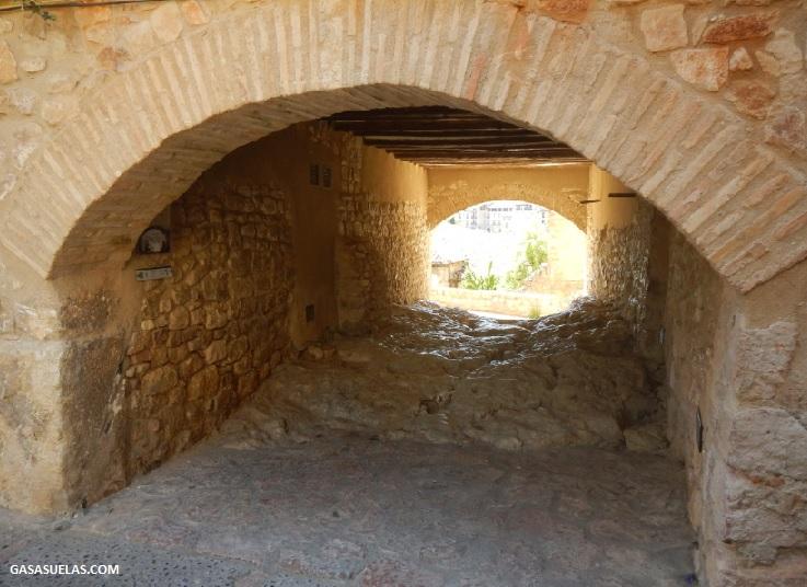 "Pasador de Casa Lailla (""La Eslizadera"") en Alquezar (Huesca)"