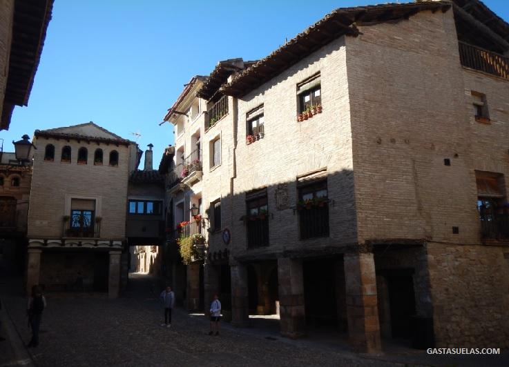 Plaza Mayor de Alquezar (Huesca)