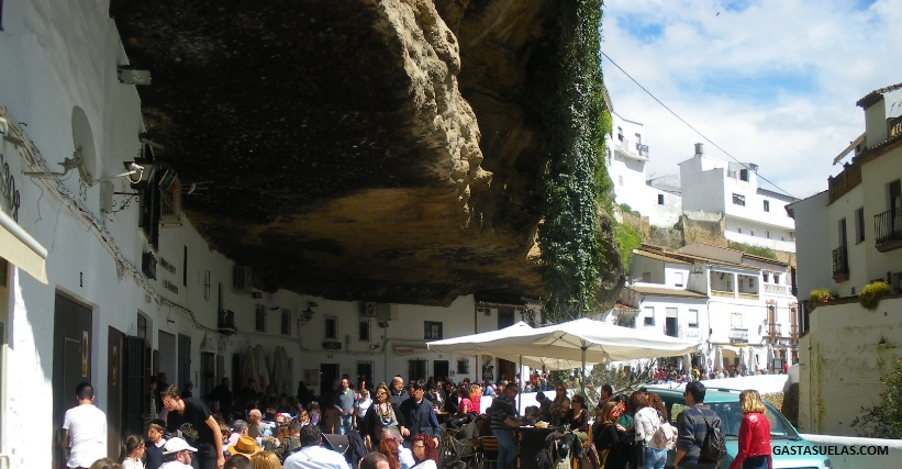 Setenil de las Bodegas (Cádiz): Un pueblo con encanto al sol y a la sombra