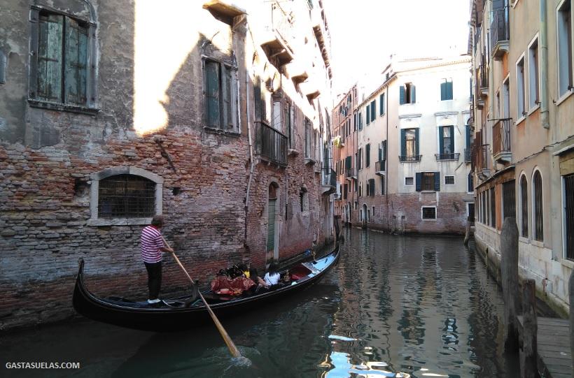 Góndola en el Centro histórico de Venecia