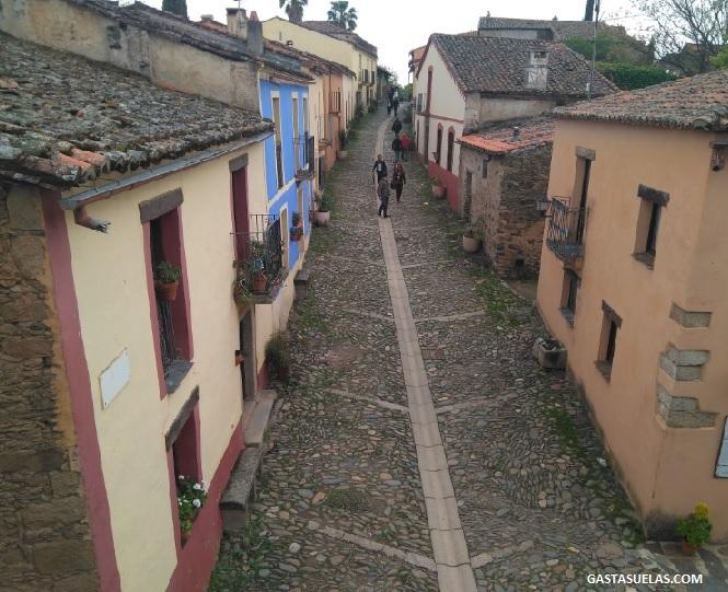 Calle principal en Granadilla (Cáceres)