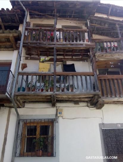 Balcones de madera en Candelario (Salamanca)