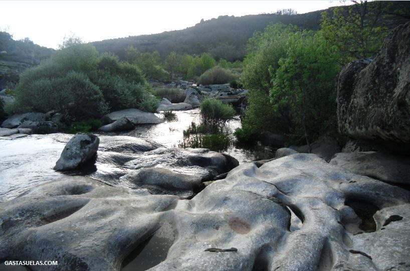 Cauce del río Alagón a su paso por el Puente de Rando (San Esteban de la Sierra)
