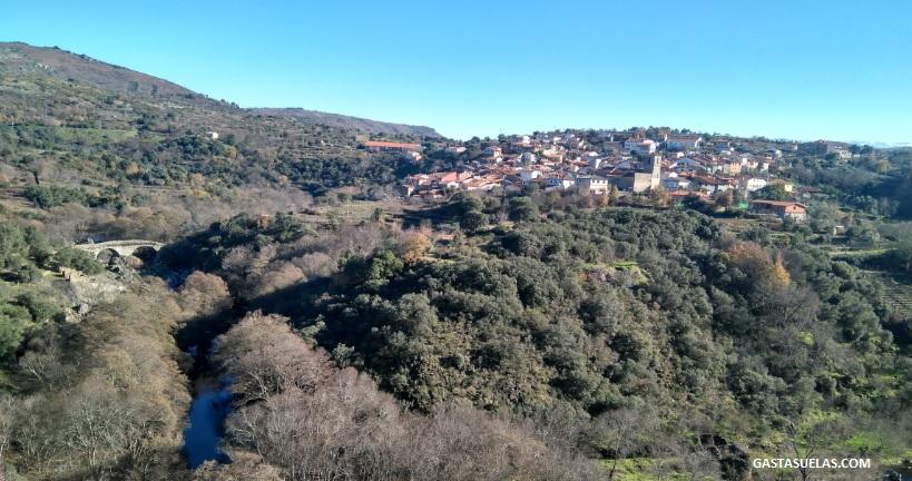 San Esteban de la Sierra desde el Camino de los Trasiegos (Salamanca)
