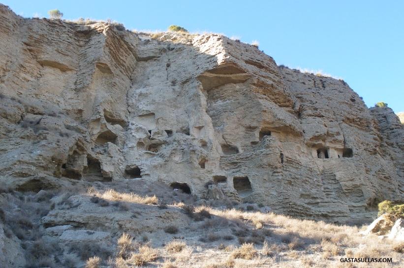 El Risco de las Cuevas (Perales de Tajuña): La pequeña Capadocia de Madrid