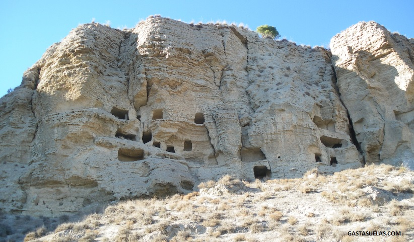 El Risco de las Cuevas en Perales de Tajuña (Madrid)