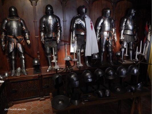 Exposición de armaduras en el Castillo de Belmonte (Cuenca)