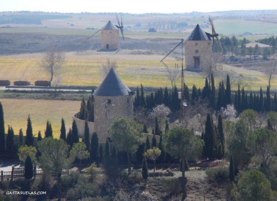 Molinos en los alrededores de Belmonte (Cuenca)