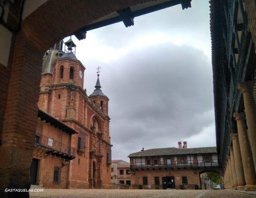 Plaza Mayor e Iglesia del Cristo de San Carlos del Valle (Ciudad Real)