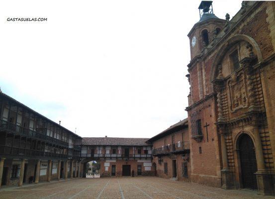 Plaza Mayor de San Carlos del Valle (Ciudad Real)