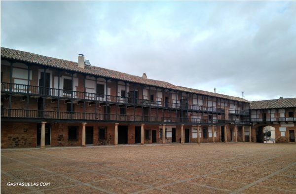 Plaza de San Carlos del Valle (Ciudad Real)