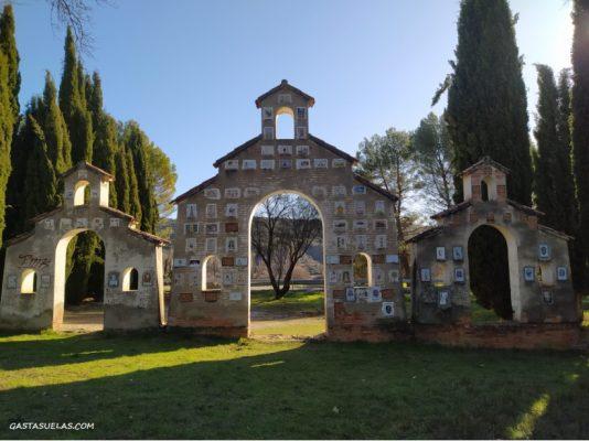 Monumento a los Ojos en Ambite (Madrid)