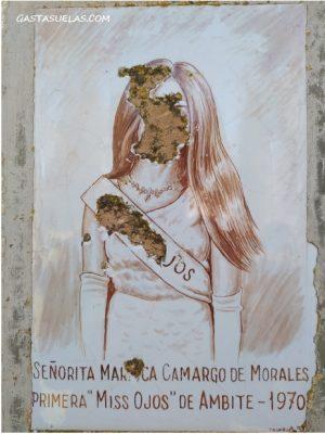 Azulejo dañado en el Monumento a los Ojos de Ambite (Madrid)
