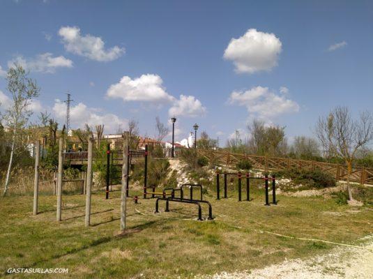 Zona de ejercicio en el Parque Fluvial de Villamanrique de Tajo (Madrid)