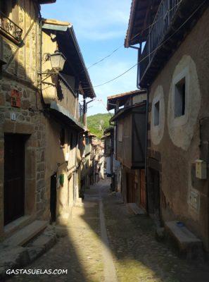 Calle en el pueblos de Cepeda (Sierra de Francia, Salamanca)